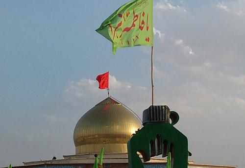 پرچم روی گنبد طلاییه مال گنبد حرم حضرت عباسه! که وقتی طوفان شد باد با خودش برد!!